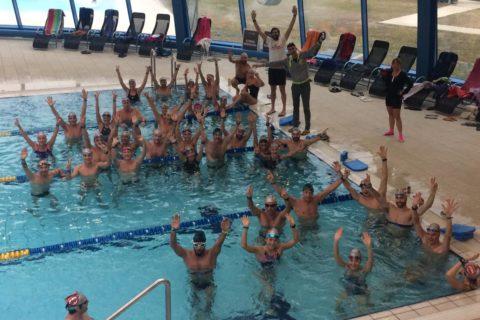 Triatleti e nuotatori veronesi impegnati nei training di nuoto di TriathlonTravel